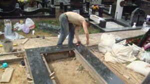 Установка памятников на кладбище: основные особенности